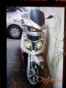 Hitno prodajem skuter