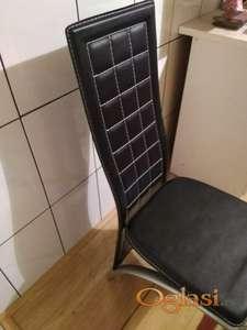 Trpezarijske stolice neraspakovane