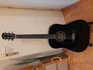 Fender akusticna gitara