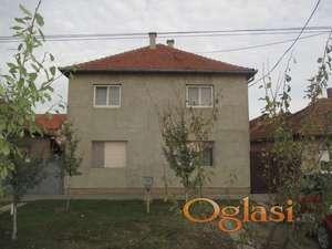 Spratna kuća sa dve odvojene stambene jedinice