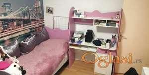 Prodajem pisaći sto i krevet