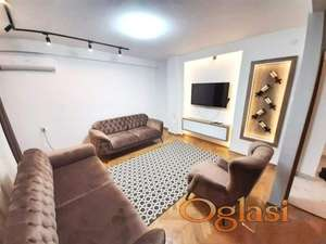 Lux trosoban stan u centru