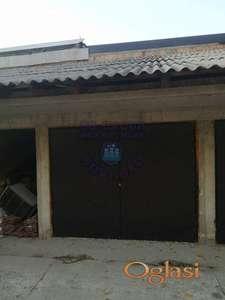 Prodaje se garaža sa galerijom koja je trenutno u sirovom stanju