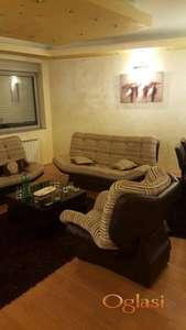 Izdaje se cetvorosoban stan u centru,sa garazom- useljiv odmah- 750 eura