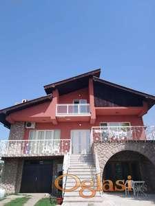 Prodaje se kuća od oko 260m2 sa 10ari u Aranđelovcu,90.000e