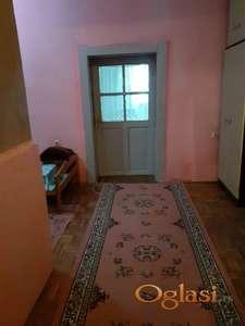 Trosobni deo kuce sa posebnim ulazom dve sobe dnevni boravak sa kuhinjom predsoblje i kupatilo