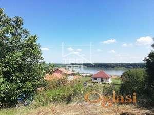 Plac sa pogledom na dunav na svega 10 min od Novog Sada!!
