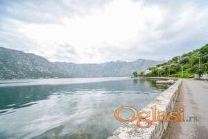 Prodajem dvosoban namesten stan u Kotoru