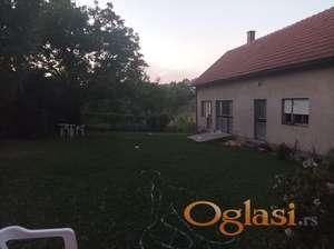 Prodajem oazu mira 2 kuce i veliko dvoriste