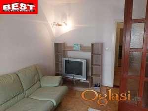 Izdaje se dvosoban stan na odličnoj lokaciji, Grbavica - Novi Sad!