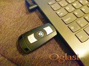 USB flash memorija 32Gb u obliku BMW ključa