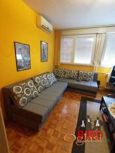 ~ stan u najlepšem delu grada - idealan za studente - od 1.3. ~~
