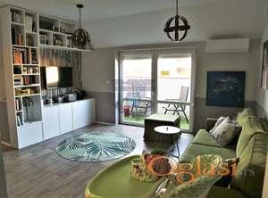 Odličan stan u centru grada 021/632-2111