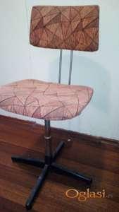Prodajem kancelarijsku stolicu