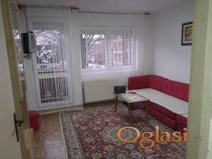 Stan za studente u Kragujevcu, blizu pravnog, ekonomskog, filološkog i medicinskog fakulteta.