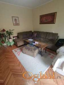 Komforan stan na lepoj lokaciji, punoj zelenila