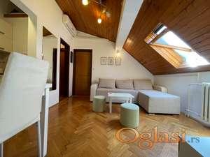 Manji jednoiposoban stan sa kompletnim nameštajem