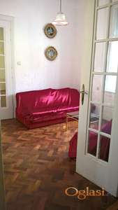 Prodajem salonski stan u centru grada (Vajdingerova palata)