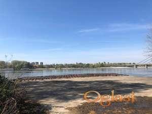 Plac u Kameničkom parku na samoj obali Dunava. *CENA PO DOGOVORU!*