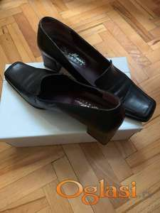 Zenske cipele na prodaju