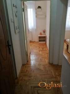 Jednoiposoban, kvalitetan, namešten stan na pogodnoj lokaciji