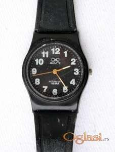 Ručni sat muški Q&Q crni.