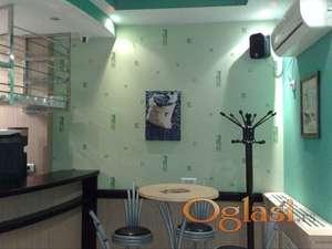 Potpuno opremljen caffe bar sa opremom i inventarom za izdavanje minimalno na 12 meseci!