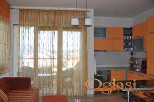Prodaje se prekrasan stan u neposrednoj blizini mora, plaže i šetališta u Đenovićima, na Hercegnovskoj rivijeri