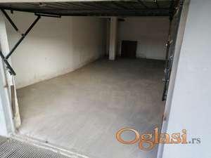 Garaža 26 m2;  Sajam