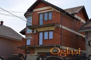 Kuća od oko 600m2 na placu od 4,8 ari u naselju Pivara