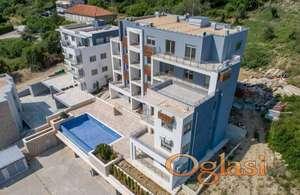 Najbolija cijena! Novi stan sa velikom terasom. Bazen.