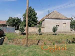 Kuća n aulazu u selo