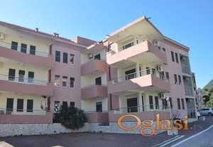 Nudimo 6 penthouse stanova (u izgradnji), na poslednjem spratu u Herceg Novom, Đenovići