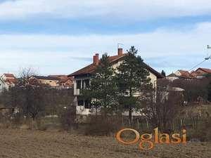 Komforna kuca u blizini Beograda ,23km od centra .