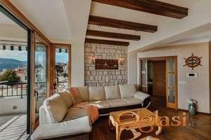 Luksuzan stan sa panoramskim pogledom na more, Savina