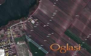 Prodajem poljoprivredno-gradjevinsko zemljiste 1. klase u Zablju,na pola sata voznje (25 km) od Novog Sada