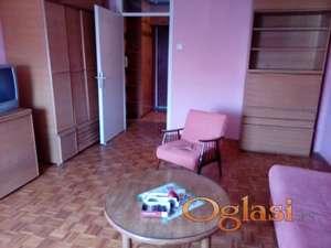 Izdajem dvosoban stan u Novom Sadu