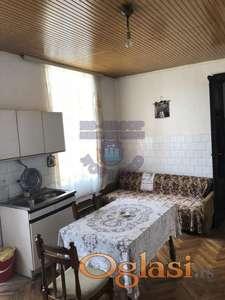 Uknjizena kuca,dobra lokacija,Sremski Karlovci