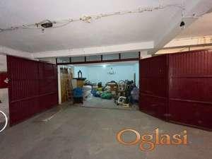 Centar, garaza, uknjizena.