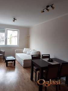 NOV Jednoiposoban namešten stan sa parkong mestom