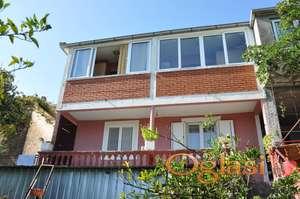 Na prodaju je kuća u Herceg Novom, Čela.