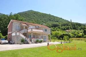 Prodaje se kuća u Herceg Novom, na tihom i lijepom mjestu u Zelenici