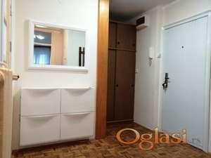 Namešten stan na Limanu 3. Balzakova. VLASNIK