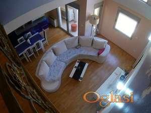 Trosoban luksuzan duplex na godišnjem nivou u Rozino-800€