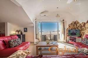 Trosoban penthaus apartman sa pogledom na more, Budva
