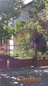 Useljiva kuća u blizini stadiona, P+1, na 5,13 ari placa + 1 pomoćni objekat