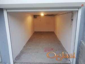 Uknjižena garaža na Novoj Detelinari