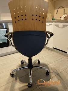 Plava radna stolica