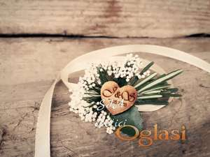 Cvetici za kicenje svatova sa ruzmarinom i inicijalima mladenaca
