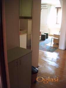 Izdajem stan u Futoškoj ulici, opremljen